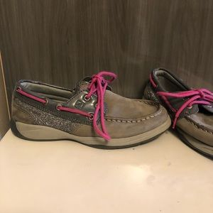 Sperry Youth Topsiders!